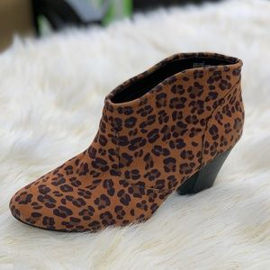 🛍Express animal print boots size 10